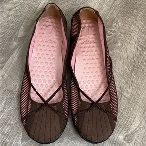 Privo Penny brown criss cross flats - 8.5